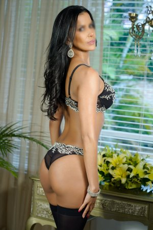 Boutaina top live escort in Selma